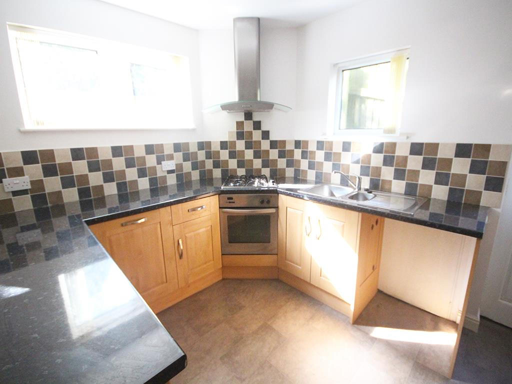 3 bedroom semi-detached house To Let in Barnoldswick - Property photograph